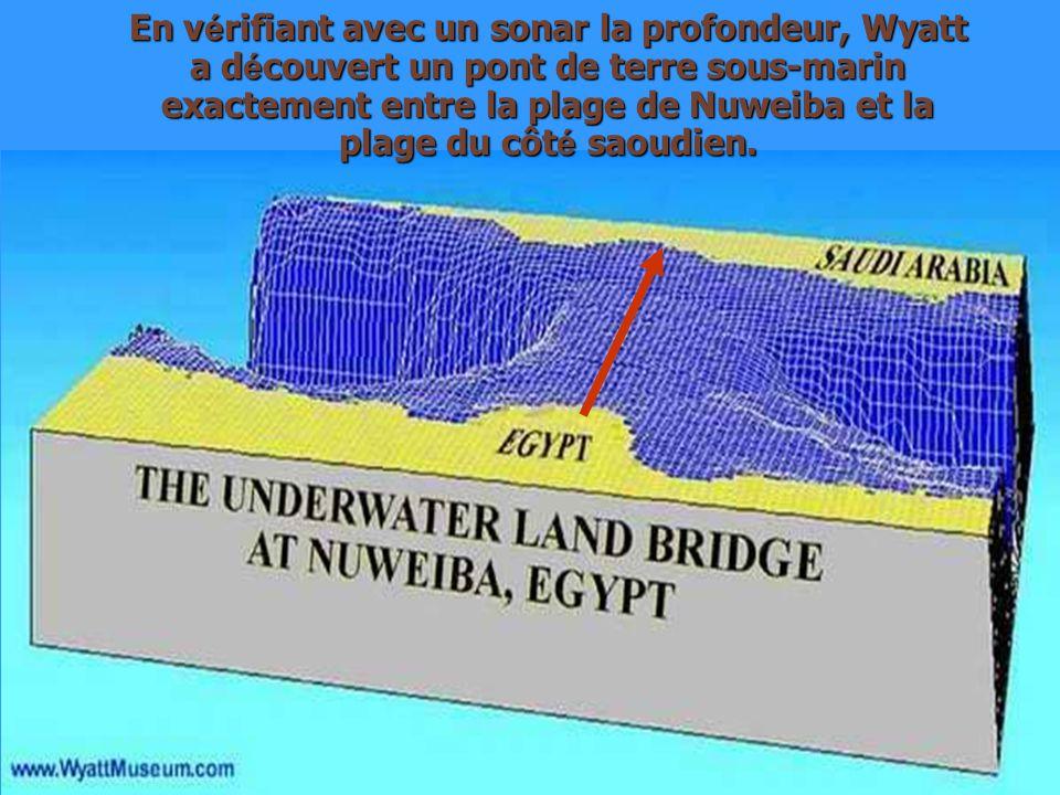 En v é rifiant avec un sonar la profondeur, Wyatt a d é couvert un pont de terre sous-marin exactement entre la plage de Nuweiba et la plage du côt é saoudien.