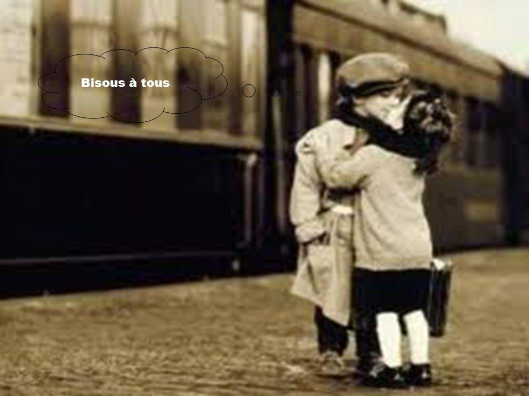 Un petit garçon demande à sa camarade de classe qui est assise à côté de lui : - C'est quoi l'amour ? La petite fille lui répond : - L'amour c'est qua