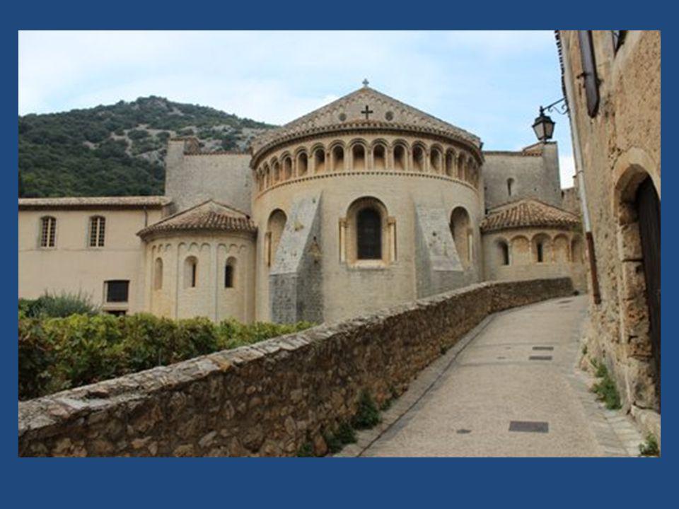 L Abbaye de Gellone fut fondée en 804 par le prince Guilhem, petit-fils de Charles Martel, cousin germain de Charlemagne, qui, avant d être homme de Dieu fut homme de guerre.