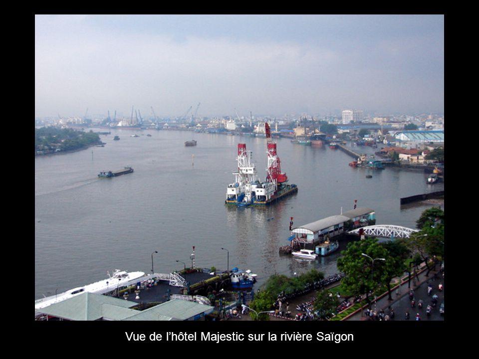 Vue de l'hôtel Majestic sur la rivière Saïgon