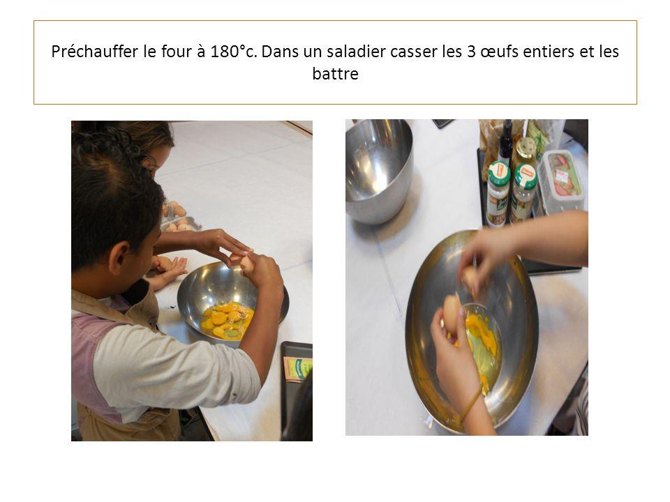 Préchauffer le four à 180°c. Dans un saladier casser les 3 œufs entiers et les battre