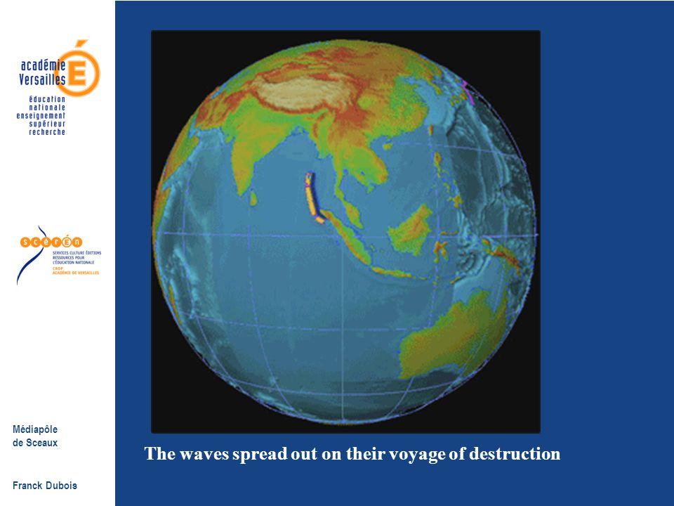 Médiapôle de Sceaux Franck Dubois Le mécanisme de formation du tsunami. Le soulèvement du plancher océanique entraîne la formation d'une onde sous mar