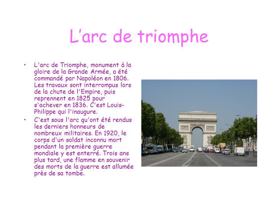 L'arc de triomphe L'arc de Triomphe, monument à la gloire de la Grande Armée, a été commandé par Napoléon en 1806. Les travaux sont interrompus lors d