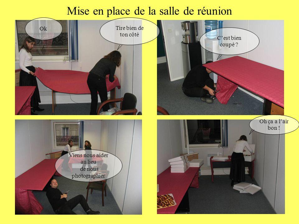 Mise en place de la salle de réunion Tire bien de ton côté Ok Viens nous aider au lieu de nous photographier C'est bien coupé ? Oh ça a l'air bon !