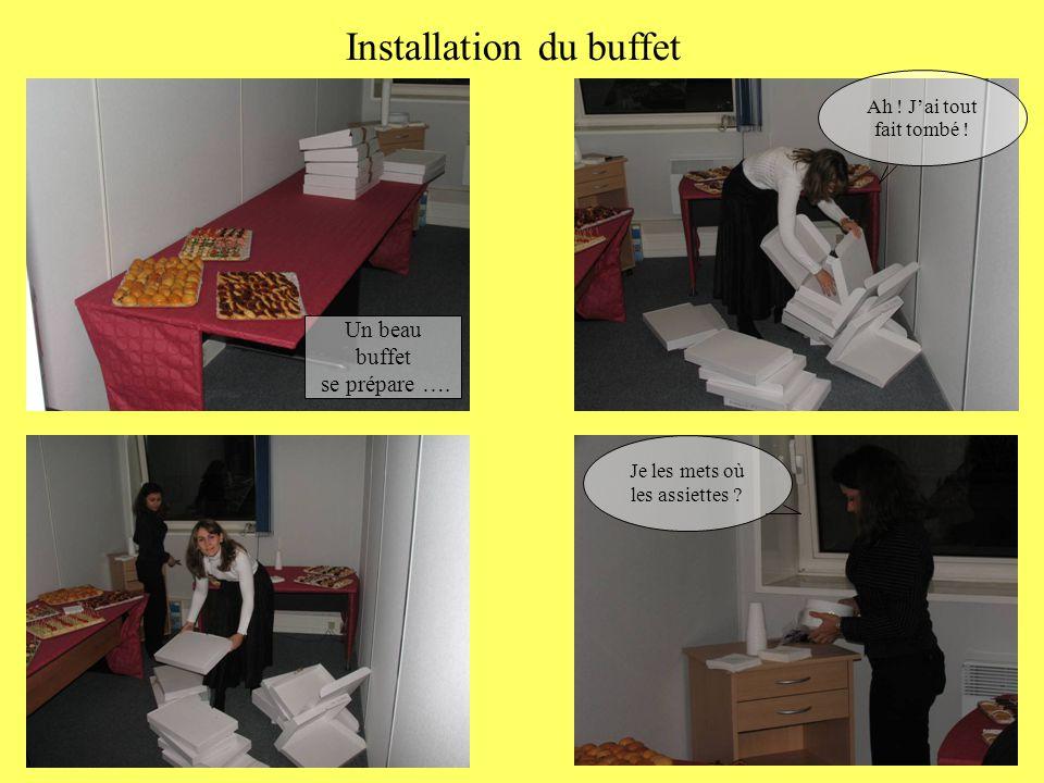 Installation du buffet Un beau buffet se prépare …. Ah ! J'ai tout fait tombé ! Je les mets où les assiettes ?