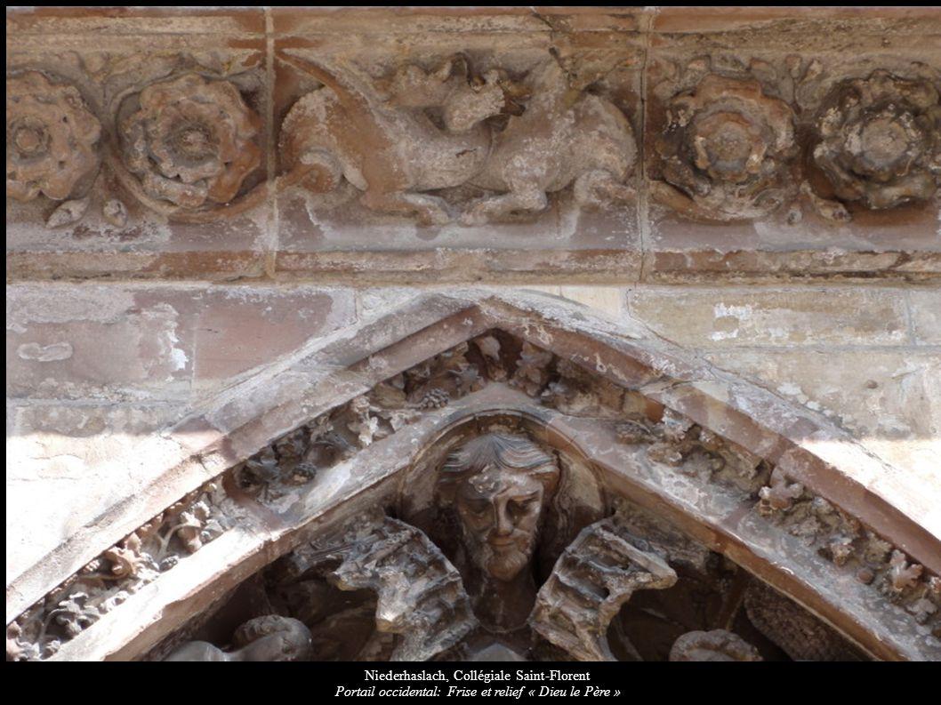 Niederhaslach, Collégiale Saint-Florent Portail occidental: Frise et relief « Dieu le Père »