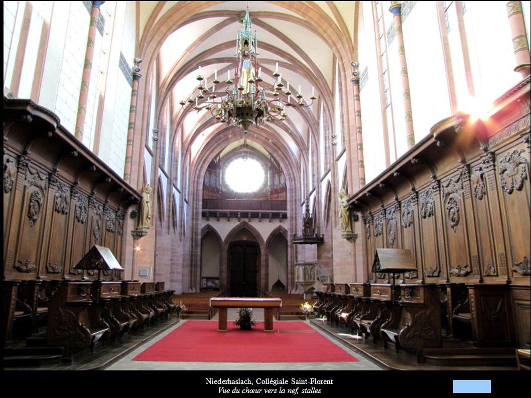 Niederhaslach, Collégiale Saint-Florent Vue du chœur vers la nef, stalles