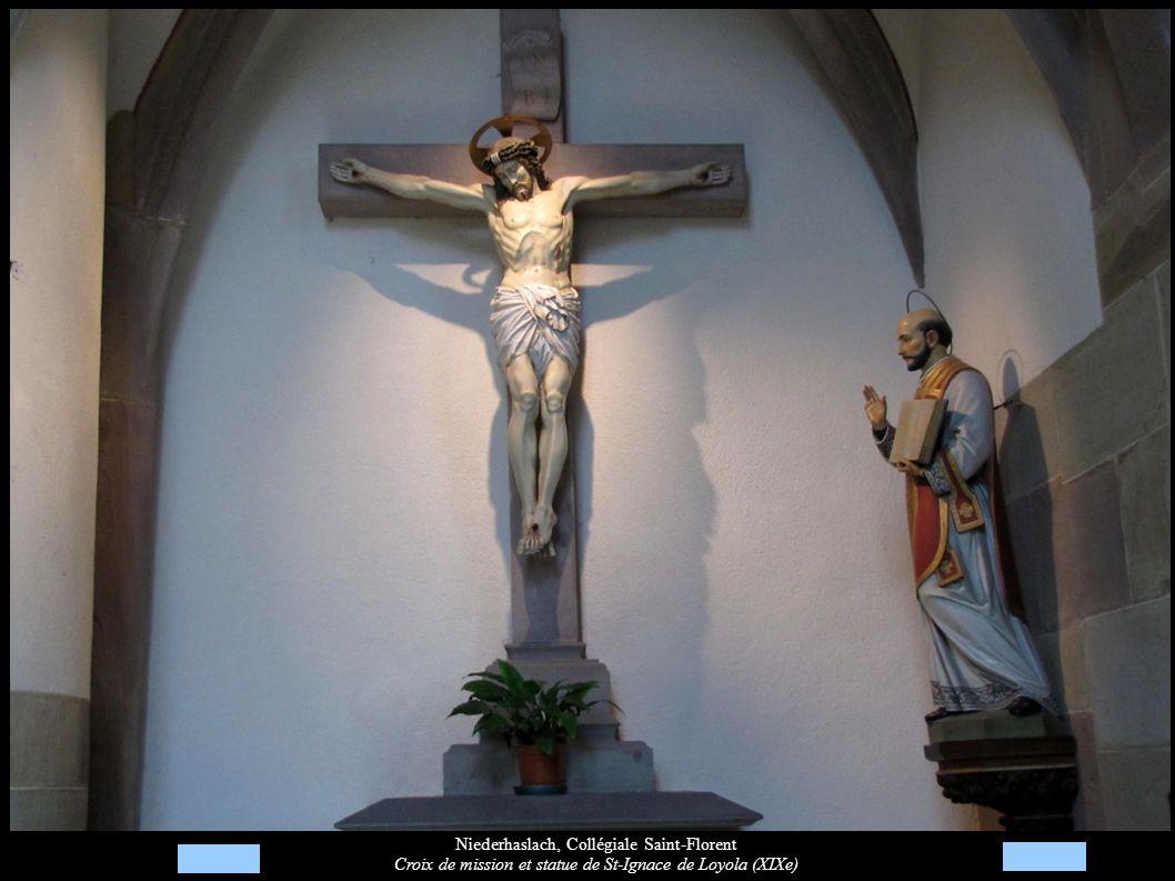 Niederhaslach, Collégiale Saint-Florent Croix de mission et statue de St-Ignace de Loyola (XIXe)
