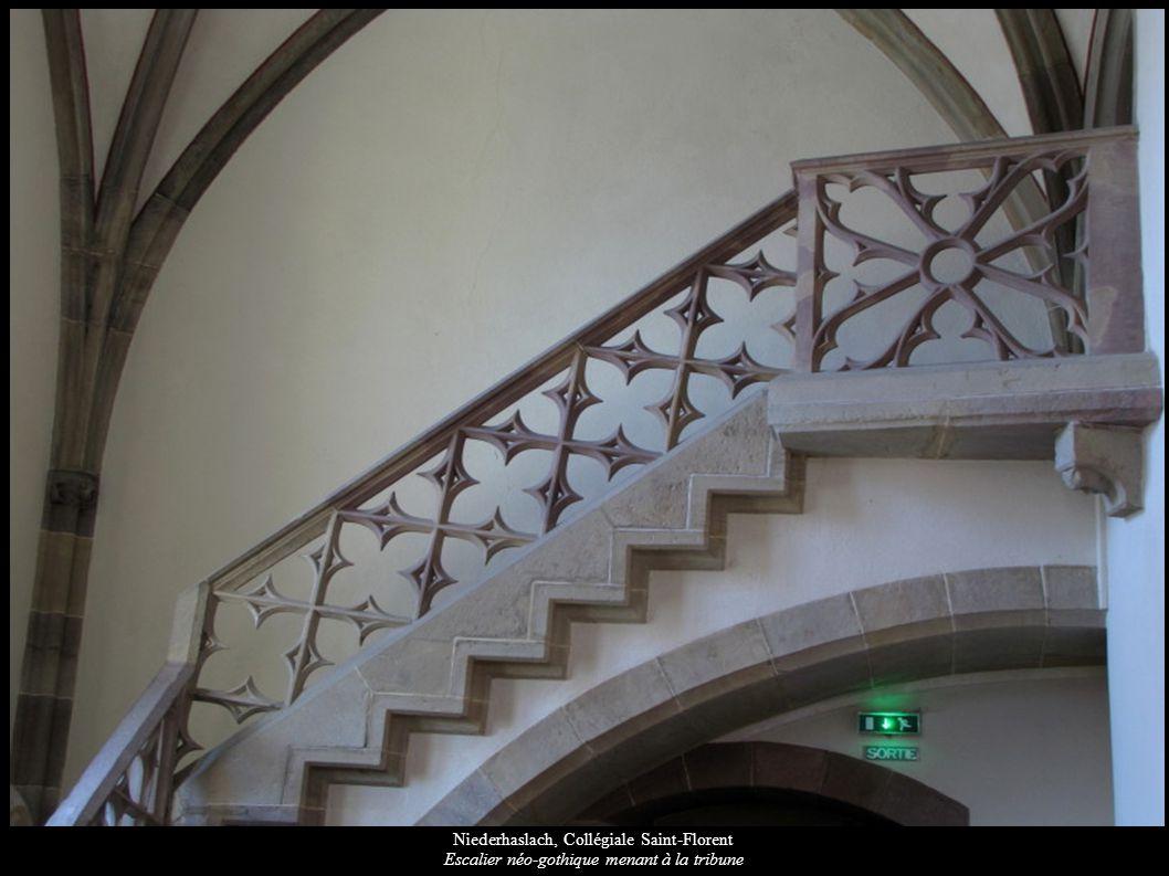 Niederhaslach, Collégiale Saint-Florent Escalier néo-gothique menant à la tribune