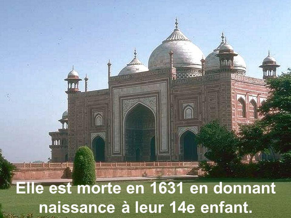 Shah Jahan, empereur de l'époque Moghol a épousé Mumtaz Mahal. Il était très amoureux d'elle.