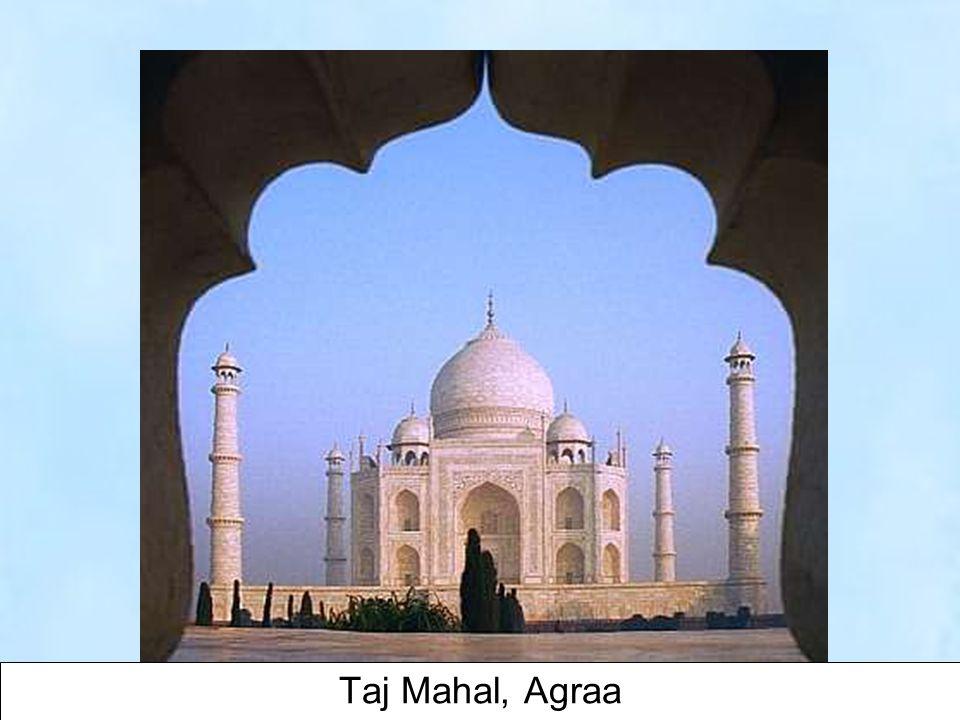 13 Lorsque Mumtaz Mahal, épouse de l'empereur Moghol Shah Jahan est morte en couche vers 1630, il ordonna la construction d'un mausollée en marbre blanc.