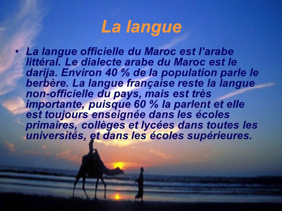 La langue La langue officielle du Maroc est l'arabe littéral. Le dialecte arabe du Maroc est le darija. Environ 40 % de la population parle le berbère