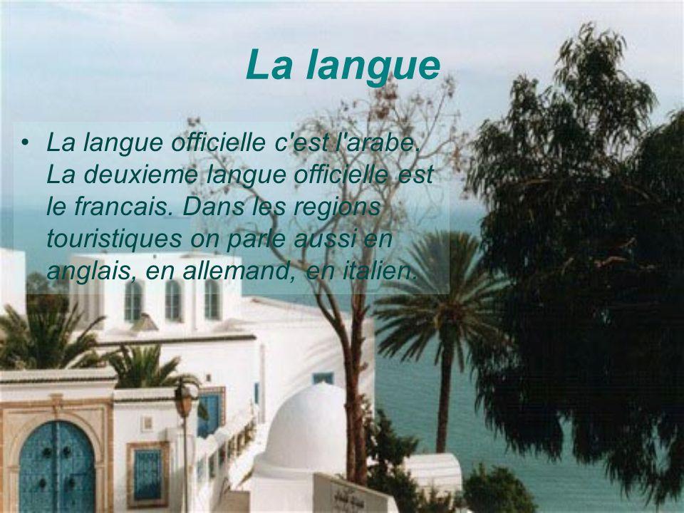 La langue La langue officielle c'est l'arabe. La deuxieme langue officielle est le francais. Dans les regions touristiques on parle aussi en anglais,