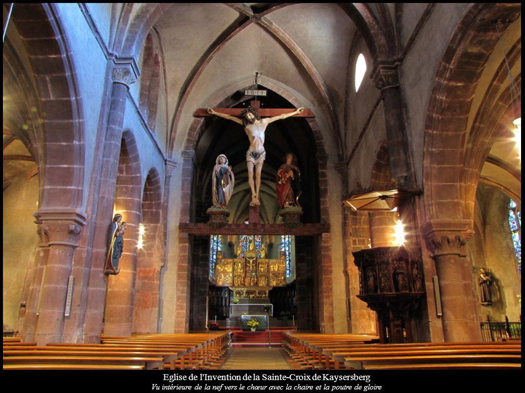 Eglise de l Invention de la Sainte-Croix de Kaysersberg Vu intérieure de la nef vers le chœur avec la chaire et la poutre de gloire
