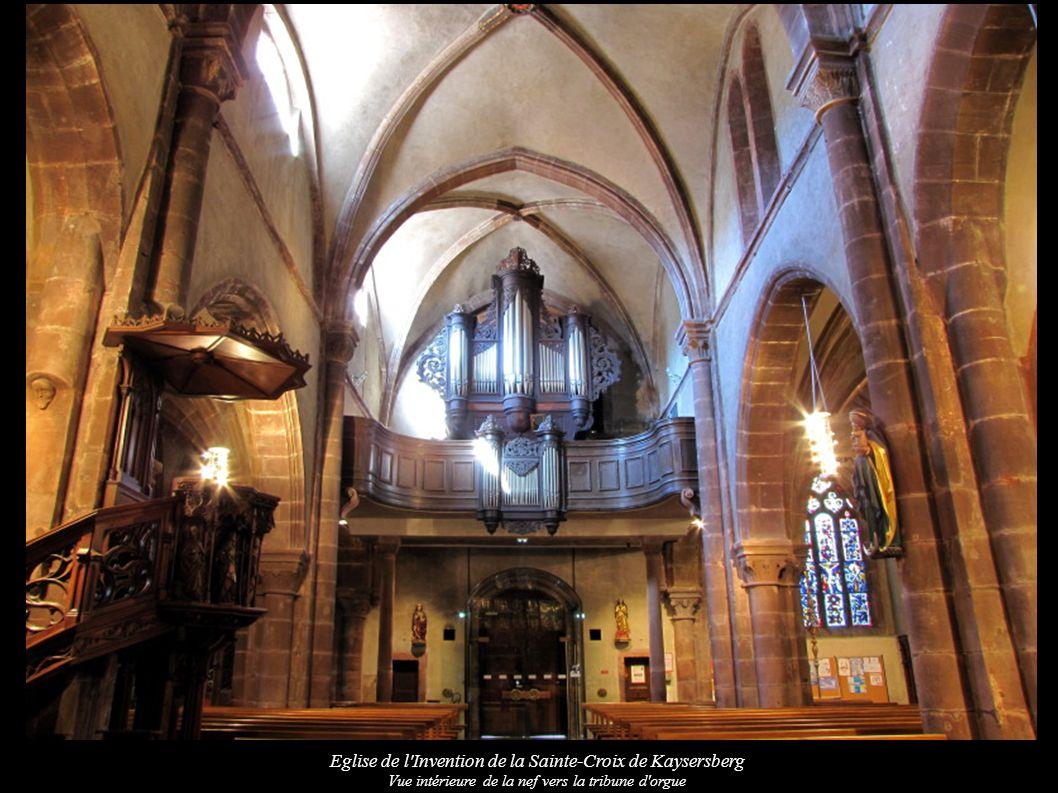 Eglise de l Invention de la Sainte-Croix de Kaysersberg Vue intérieure de la nef vers la tribune d orgue