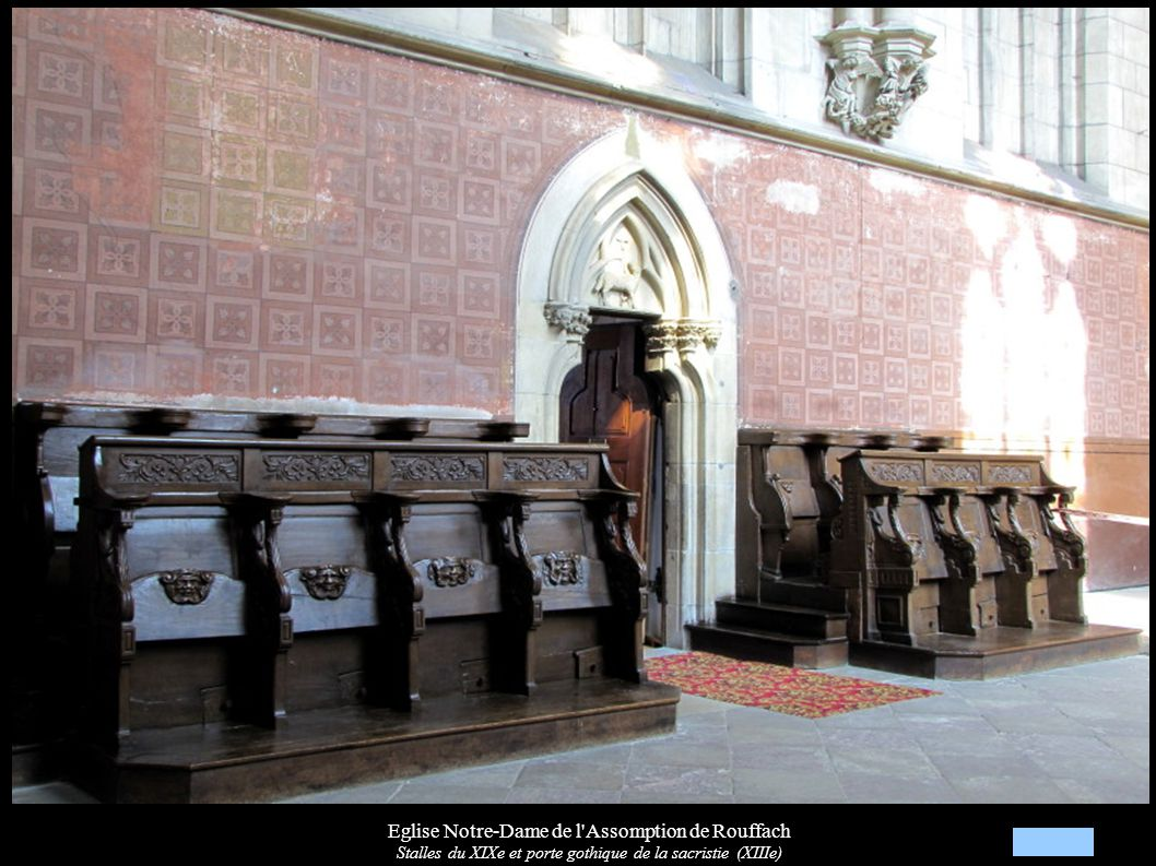 Eglise Notre-Dame de l'Assomption de Rouffach Stalles du XIXe et porte gothique de la sacristie (XIIIe)