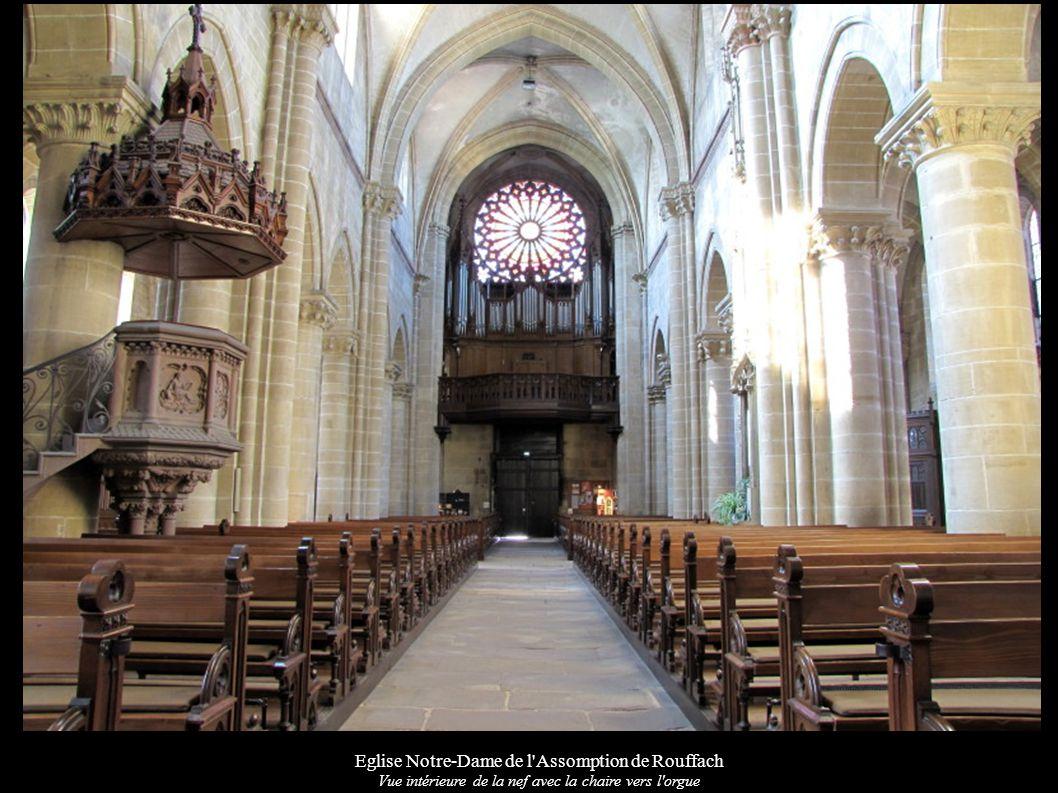 Eglise Notre-Dame de l'Assomption de Rouffach Vue intérieure de la nef avec la chaire vers l'orgue
