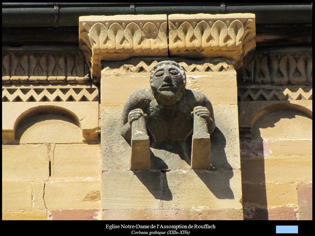 Eglise Notre-Dame de l Assomption de Rouffach, Culot du chœur (XIIIe) Personnage, posant le pied sur un dragon, entouré de femmes vidant des cruches d eau représentant les fleuves du Paradis