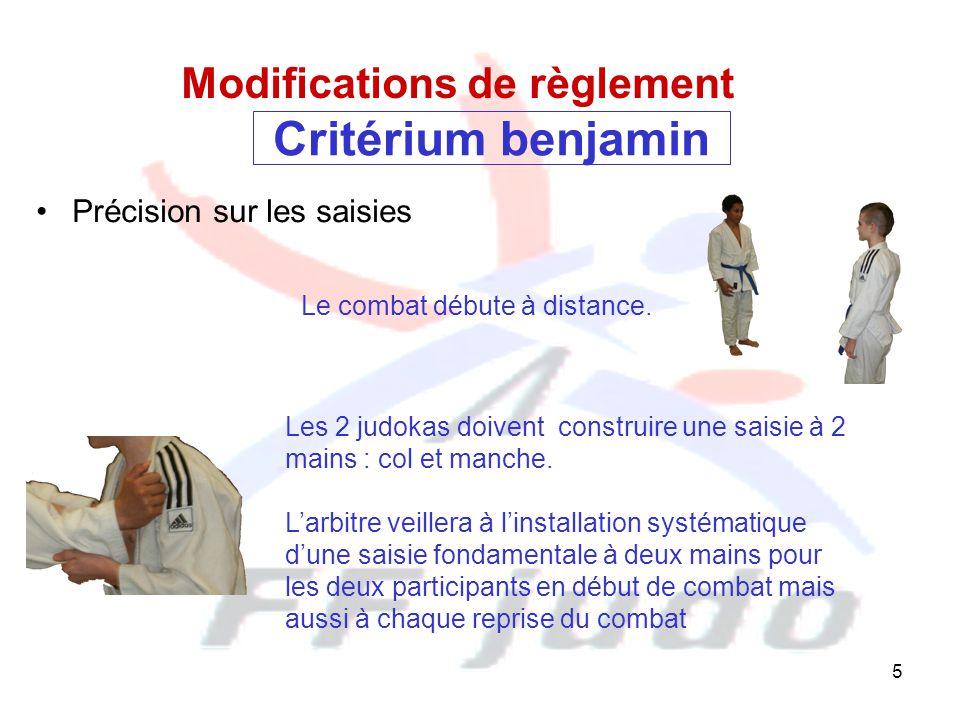 5 Critérium benjamin Précision sur les saisies Modifications de règlement Les 2 judokas doivent construire une saisie à 2 mains : col et manche. L'arb