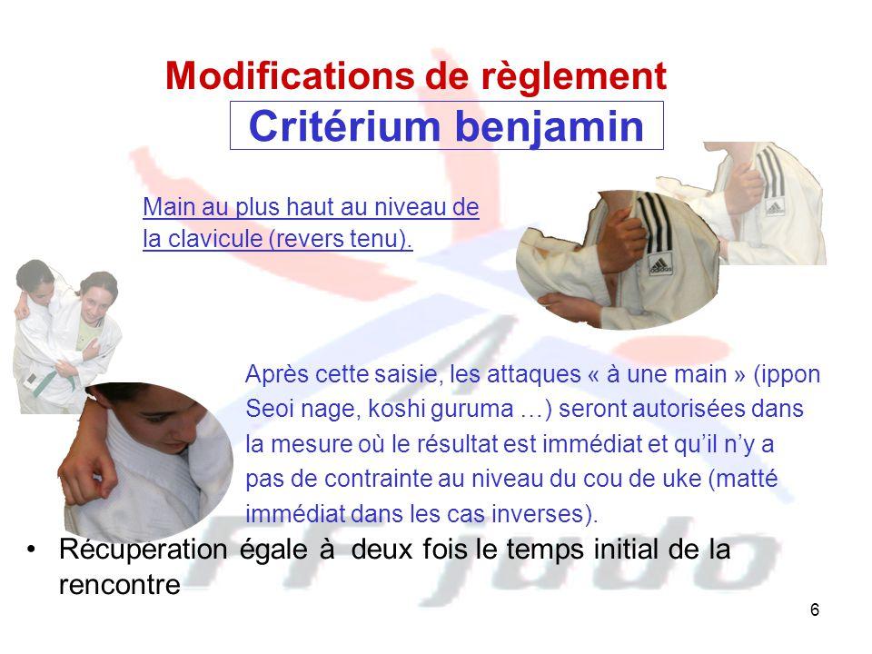 6 Critérium benjamin Main au plus haut au niveau de la clavicule (revers tenu). Modifications de règlement Après cette saisie, les attaques « à une ma