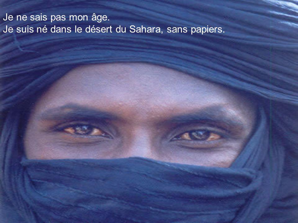 Faites défiler avec la   Musique : Lawrence d'Arabie Une interview réalisée avec un homme bleu par : VÍCTOR-M. AMELA a: MOUSSA AG ASSARID)