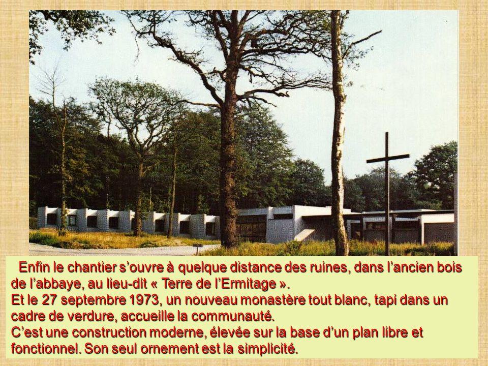 Enfin le chantier s'ouvre à quelque distance des ruines, dans l'ancien bois de l'abbaye, au lieu-dit « Terre de l'Ermitage ». Enfin le chantier s'ouvr
