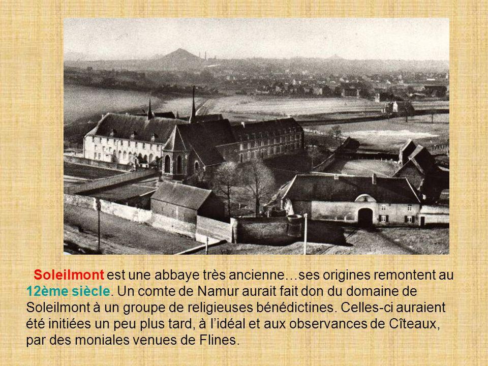 Soleilmont est une abbaye très ancienne…ses origines remontent au 12ème siècle. Un comte de Namur aurait fait don du domaine de Soleilmont à un groupe