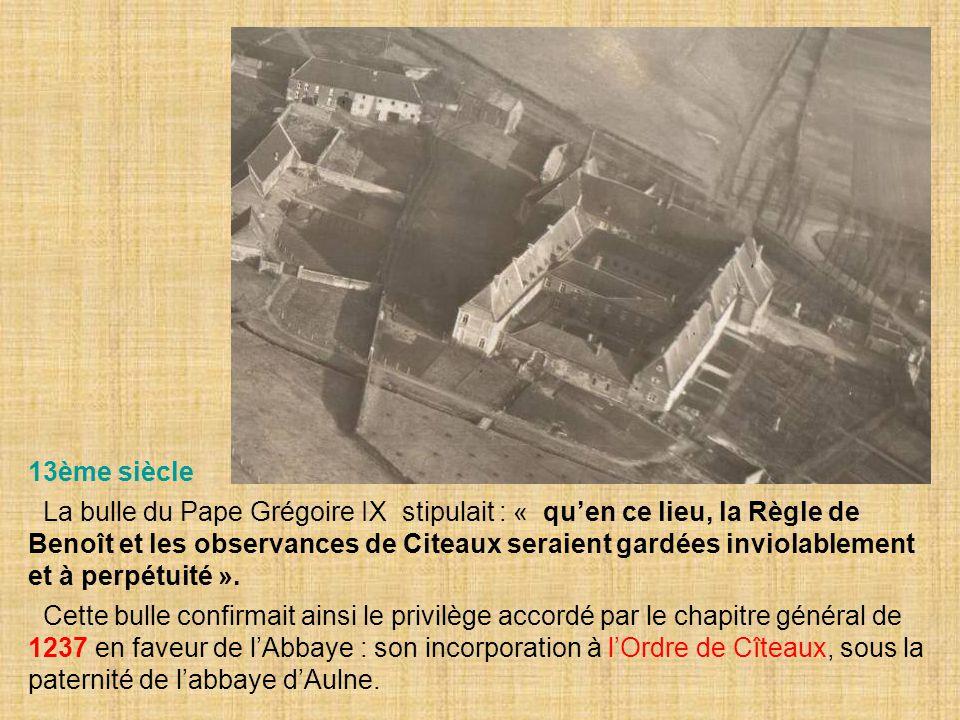 13ème siècle La bulle du Pape Grégoire IX stipulait : « qu'en ce lieu, la Règle de Benoît et les observances de Citeaux seraient gardées inviolablemen