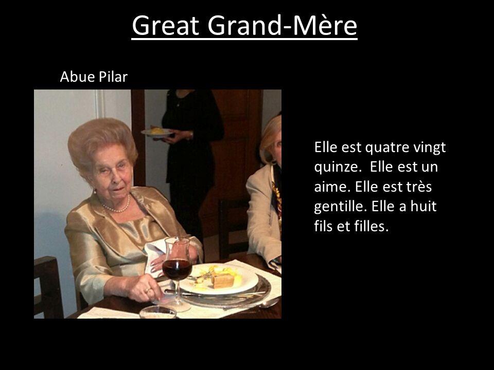 Great Grand-Mère Abue Pilar Elle est quatre vingt quinze. Elle est un aime. Elle est très gentille. Elle a huit fils et filles.