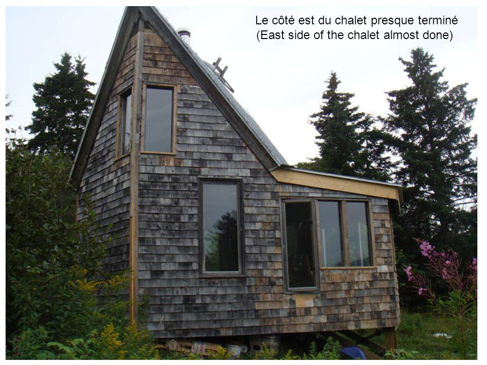 Le côté est du chalet presque terminé (East side of the chalet almost done)