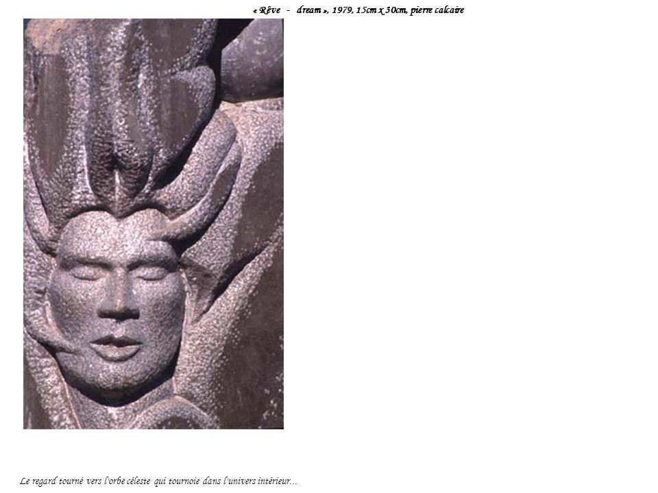 « Rêve - dream », 1979, 15cm x 30cm, pierre calcaire Le regard tourné vers l'orbe céleste qui tournoie dans l'univers intérieur...