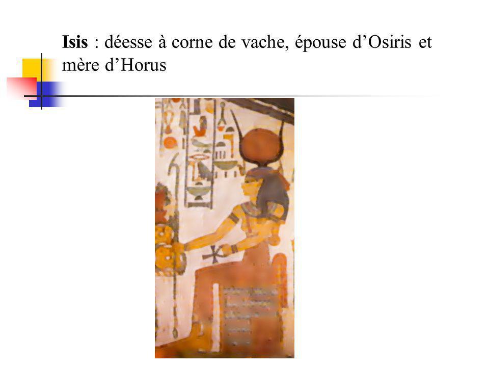 Isis : déesse à corne de vache, épouse d'Osiris et mère d'Horus