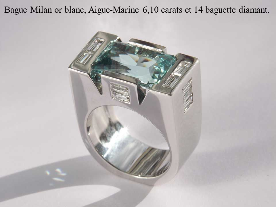 Bague Milan or blanc, Aigue-Marine 6,10 carats et 14 baguette diamant.