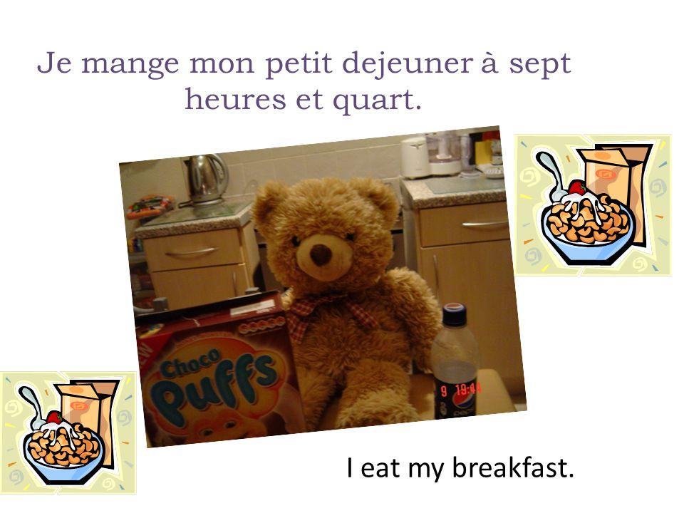 Je mange mon petit dejeuner à sept heures et quart. I eat my breakfast.
