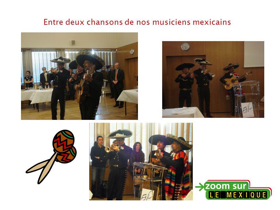 Entre deux chansons de nos musiciens mexicains