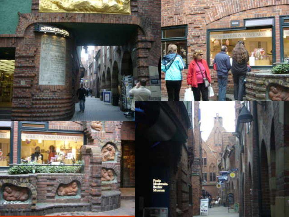 Le quartier du Schnoor est coincé entre la cathédrale et le fleuve. Il s'agit d'un petit quartier bien préservé constitué de sinueuses ruelles et d'an
