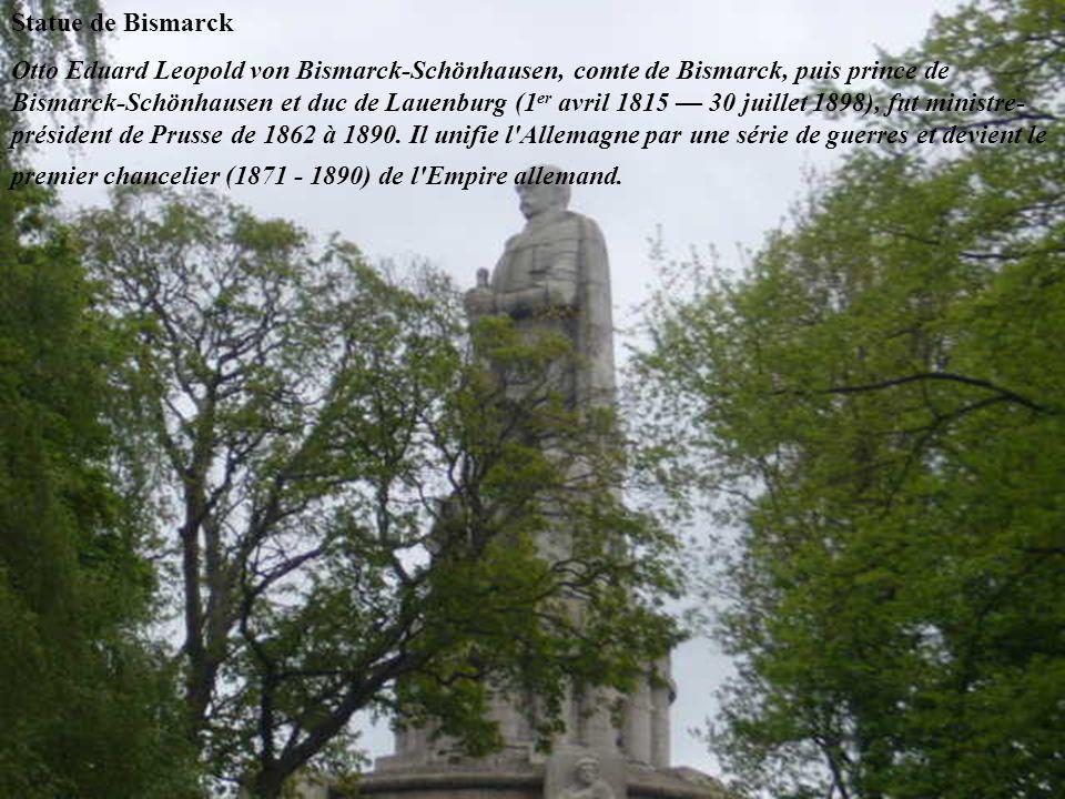 Statue de Bismarck Otto Eduard Leopold von Bismarck-Schönhausen, comte de Bismarck, puis prince de Bismarck-Schönhausen et duc de Lauenburg (1 er avril 1815 — 30 juillet 1898), fut ministre- président de Prusse de 1862 à 1890.