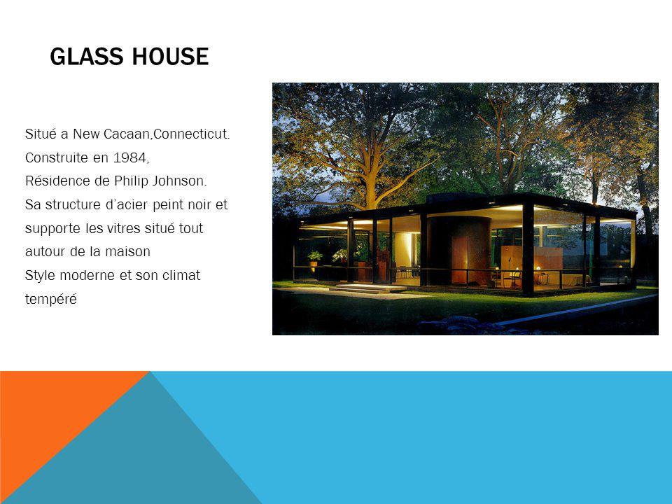 GLASS HOUSE Situé a New Cacaan,Connecticut. Construite en 1984, Résidence de Philip Johnson. Sa structure d'acier peint noir et supporte les vitres si