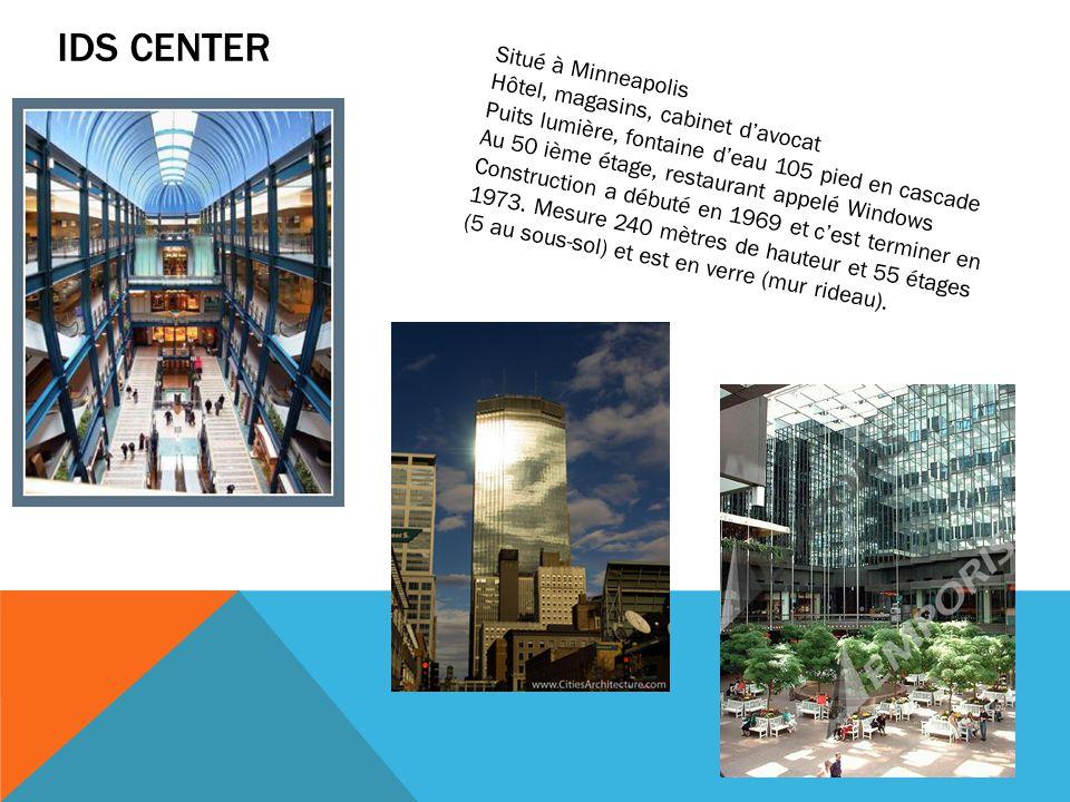 IDS CENTER Situé à Minneapolis Hôtel, magasins, cabinet d'avocat Puits lumière, fontaine d'eau 105 pied en cascade Au 50 ième étage, restaurant appelé