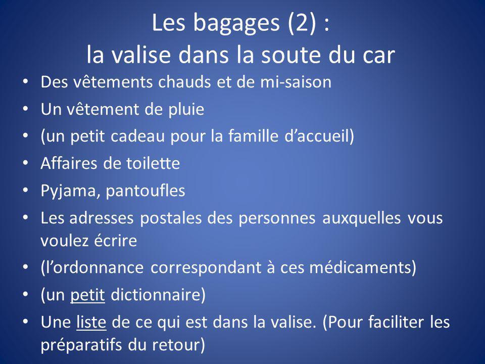 Les bagages (2) : la valise dans la soute du car Des vêtements chauds et de mi-saison Un vêtement de pluie (un petit cadeau pour la famille d'accueil)