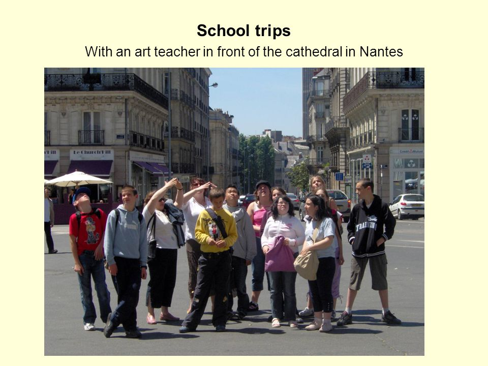 School trips With an art teacher in front of the cathedral in Nantes