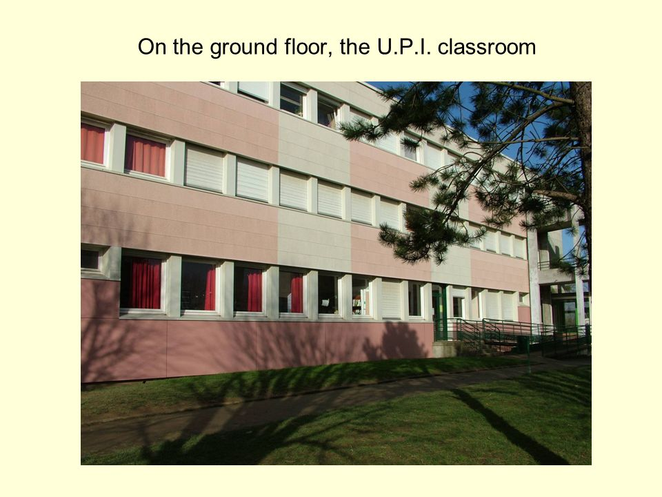 L'Unité Pédagogique d'Intégration (U.P.I.) It' a class for 10 mentally handicapped pupils They are aged between 12 and 16 They have their own class in the school All of them have been given a laptop with wifi as long as they stay in the U.P.I.