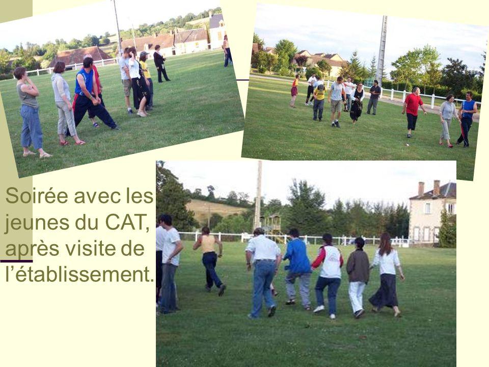 Soirée avec les jeunes du CAT, après visite de l'établissement.