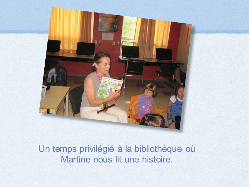 Un temps privilégié à la bibliothèque où Martine nous lit une histoire.