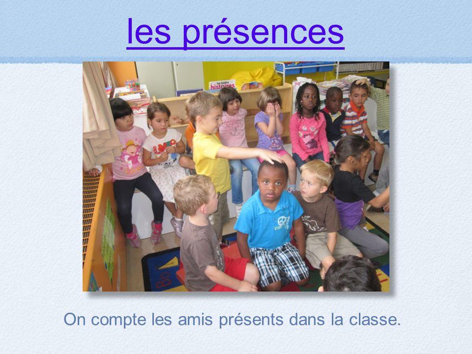 les présences On compte les amis présents dans la classe.