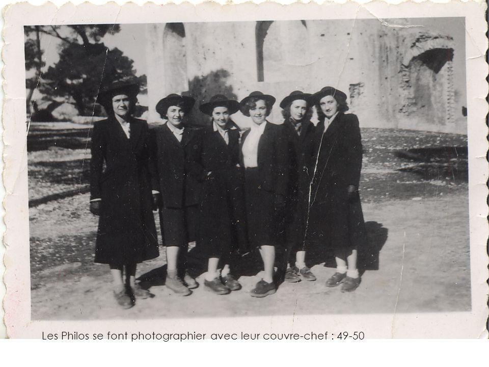 Les Philos se font photographier avec leur couvre-chef : 49-50