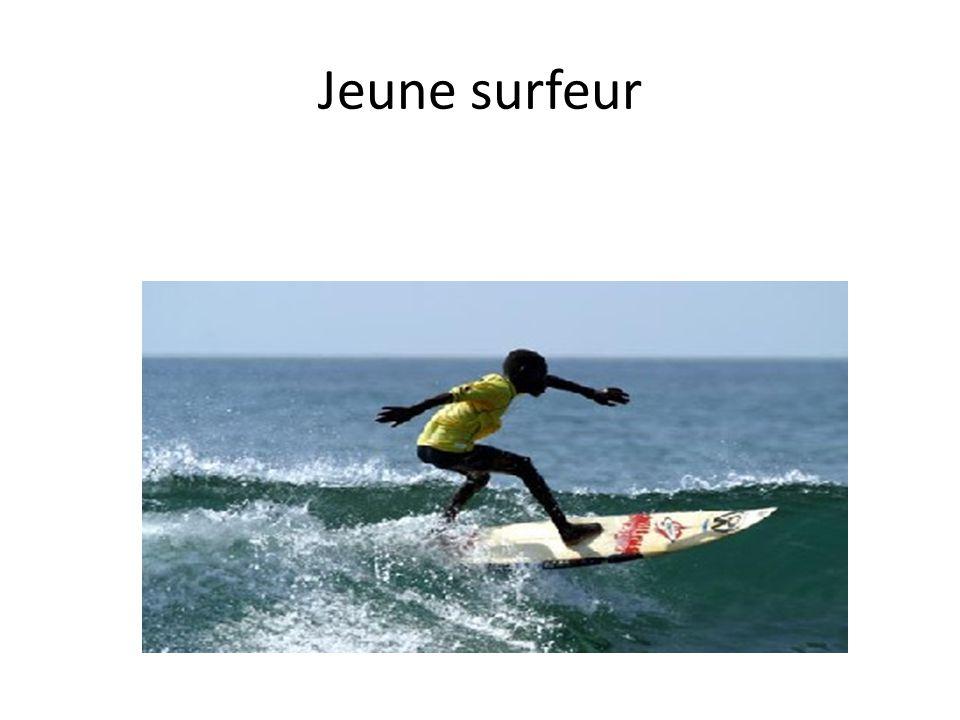 Jeune surfeur