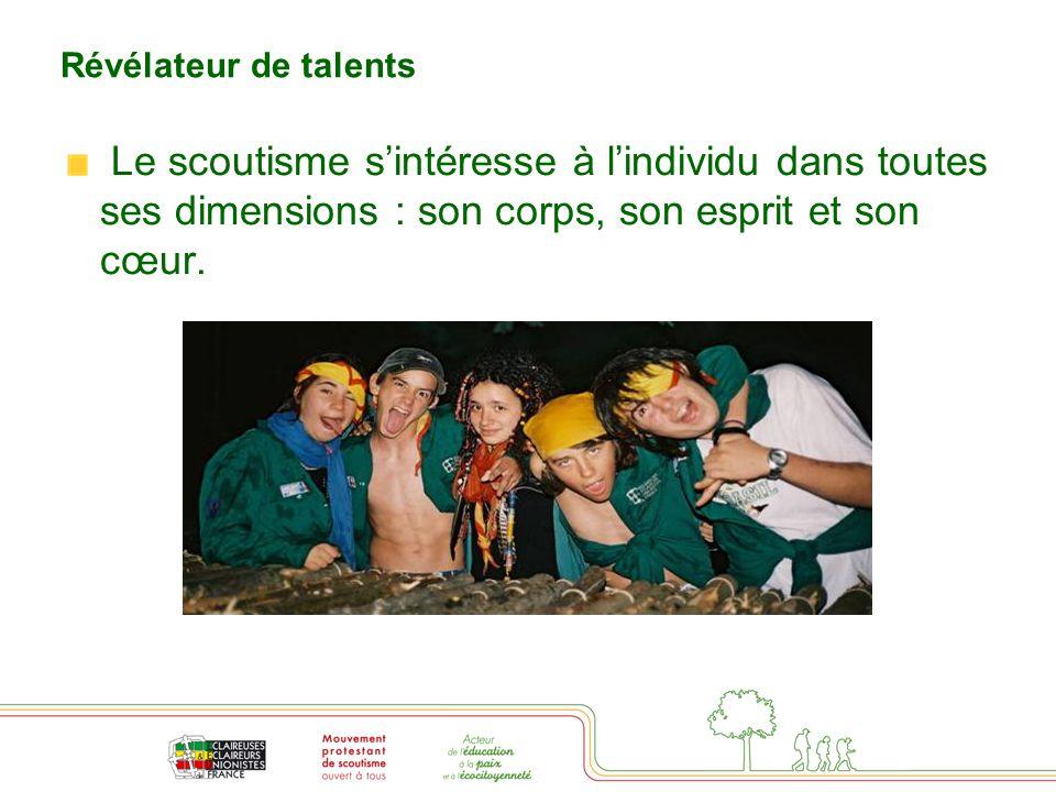 Révélateur de talents La méthode scoute repose sur la vie de groupe, l'éducation par l'action (jeux, projet), et un système de valeurs partagées face auxquelles chacun s'engage librement (loi, charte, promesse).