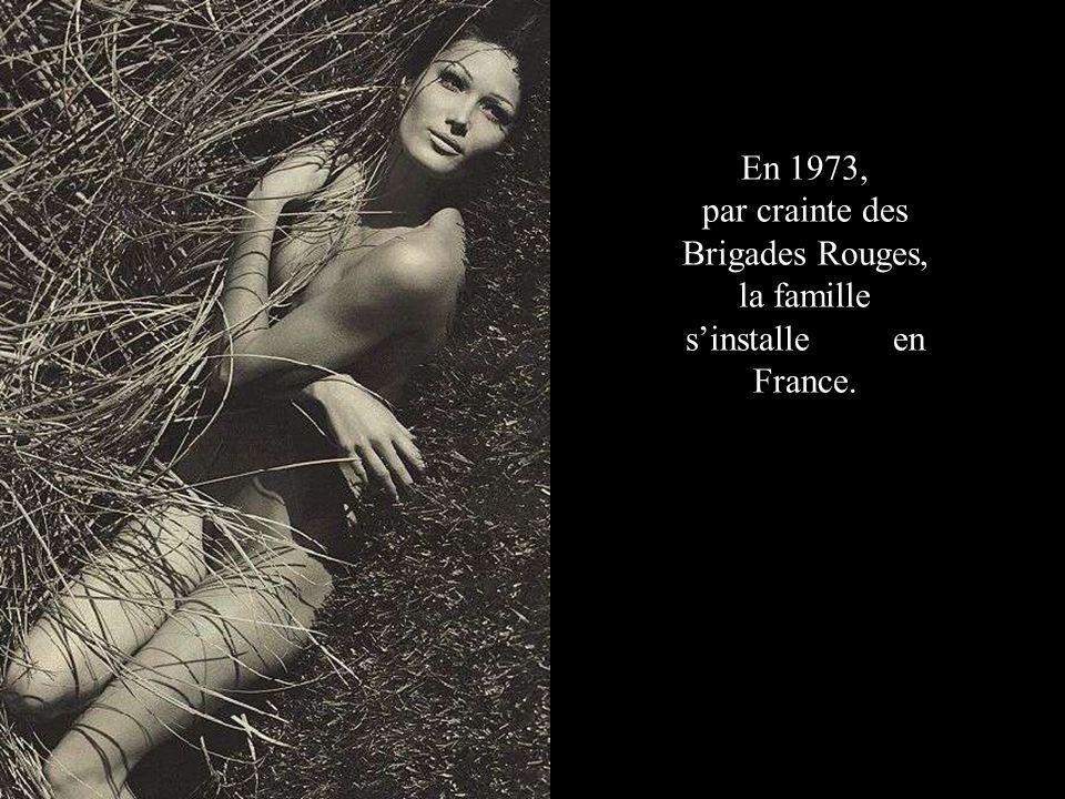 En 1973, par crainte des Brigades Rouges, la famille s'installe en France.