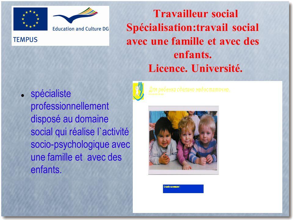 Travailleur social Spécialisation:travail social avec une famille et avec des enfants.